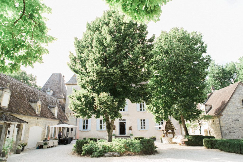 french-chateau-ladausse-courtyard
