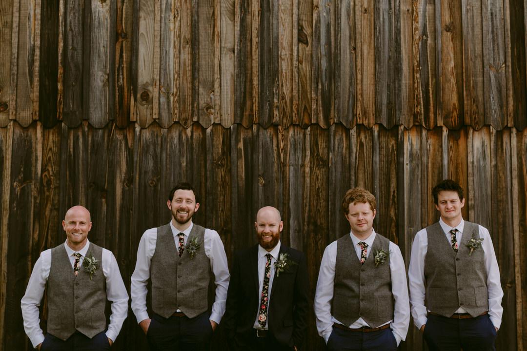 groom-groomsmen-wooden-barn-france