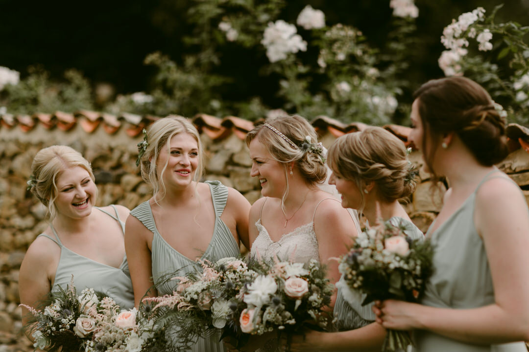 France-wedding-bride-and-bridesmaids-bouquets
