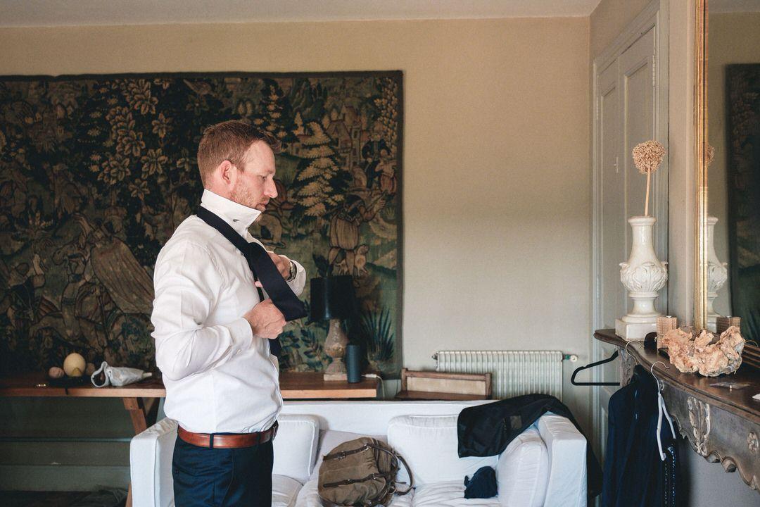 castelnau-wedding-groom-getting-ready
