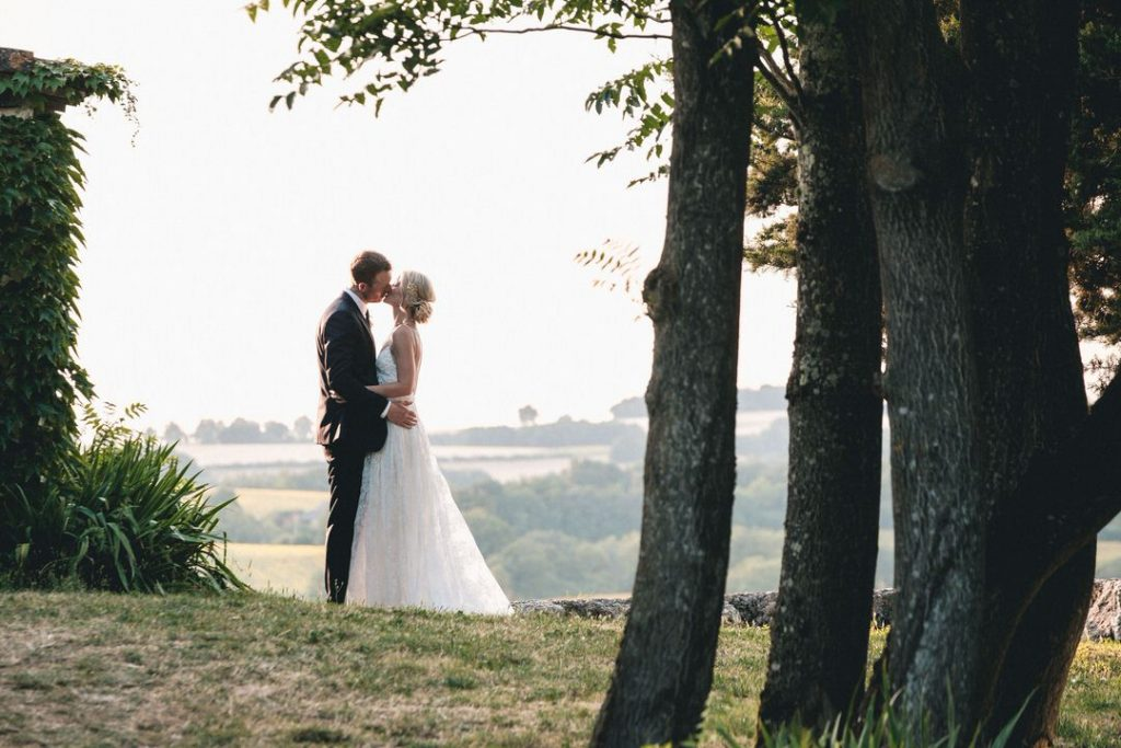 wedding-couple-kiss-with-great-views-france