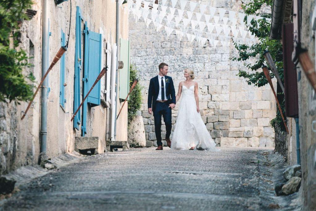 castelnau-des-fiemarcon-wedding-main-street