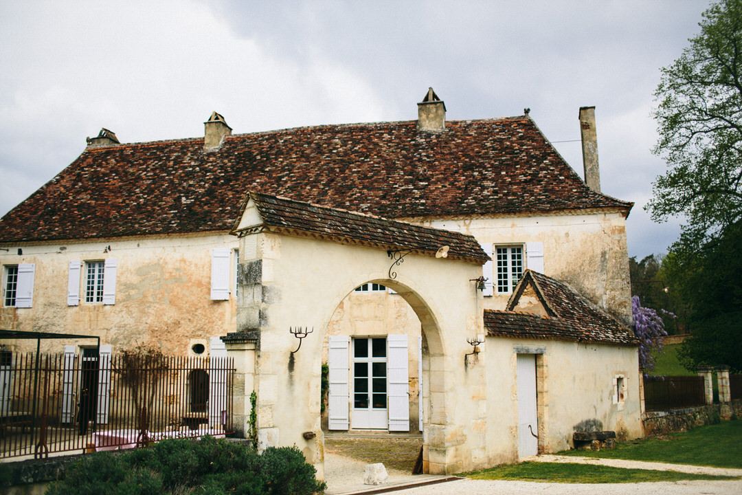 charming-Dordogne-wedding-venue-courtyard