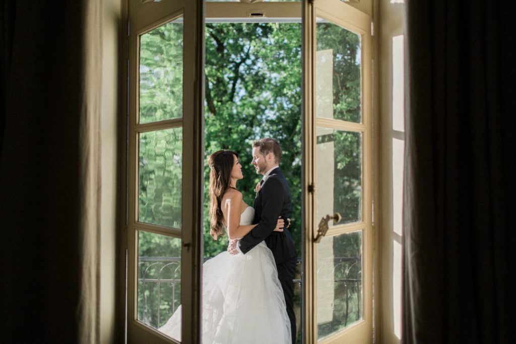 bride-groom-french-wedding-chateau-balcony