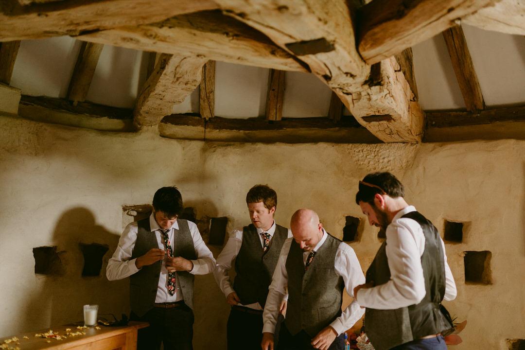groom-getting-ready-wedding-france