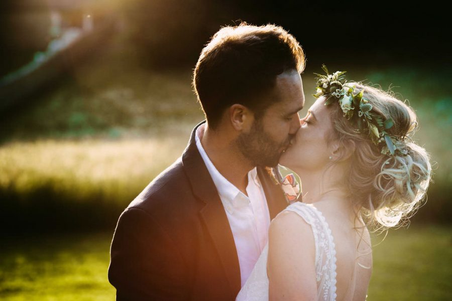 bride-and-groom-kiss-dordogne-wedding