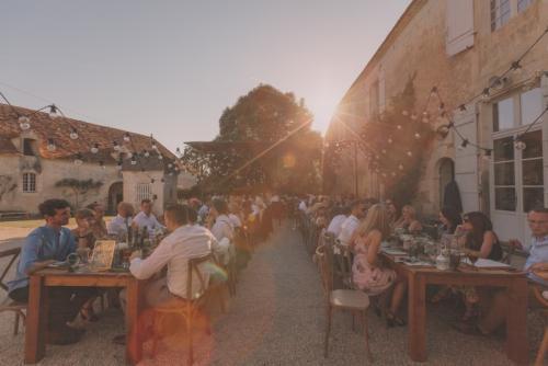 rent-farm-table-south-france